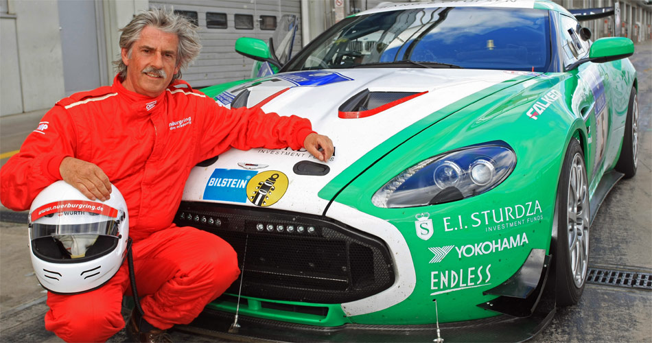 Exklusiver Track-Test von Stefan Lüscher 2010 mit dem Aston Martin V12 Zagato auf dem Nürburgring für SonntagsBlick..