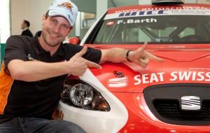 Fredy Barth präsentiert das Design seines WTCC-Seat für 2011