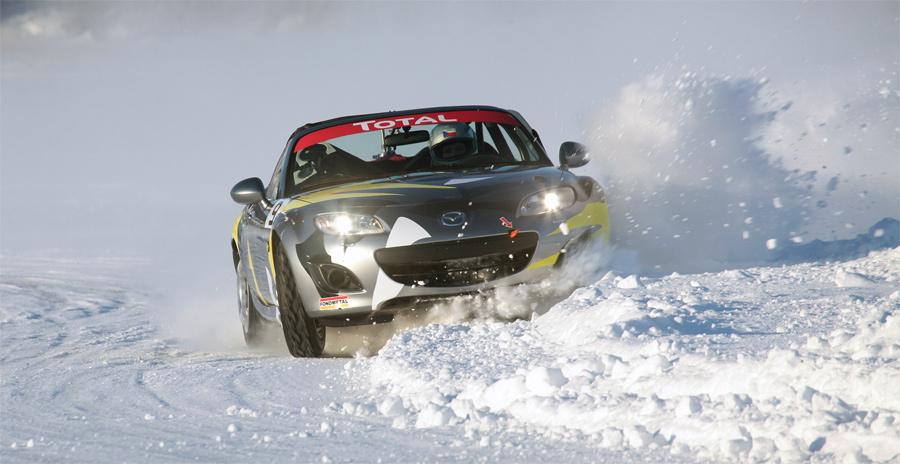 Trotz Spikereifen fühlte sich das Eis spiegelglatt an. Ausritte und Dreher waren beim Mazda IceRace an der Tagesordnung