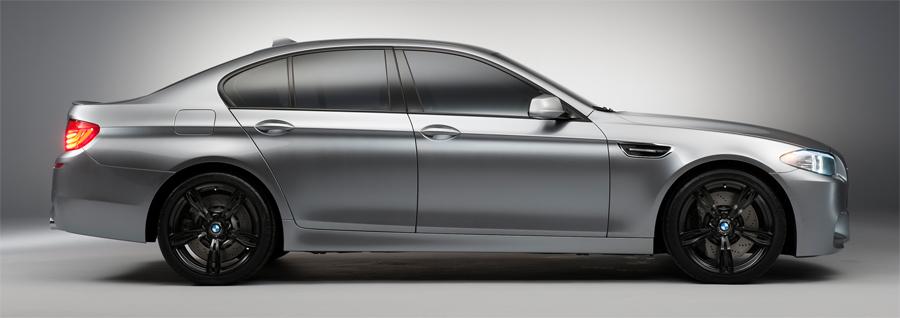 Mit jedem Detail der Karosserie signalisiert der neue BMW M5 unbändige Dynamik.
