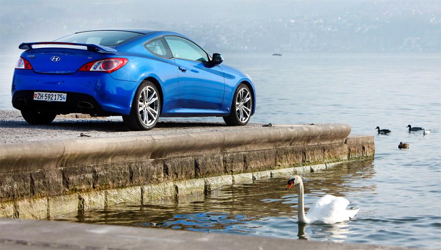 Das 2+2-Coupé Hyundai Genesis verfügt über klassischen Hinterradantrieb.