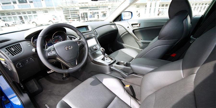 Das moderne Interieur des neuen Hyundai Genesis.