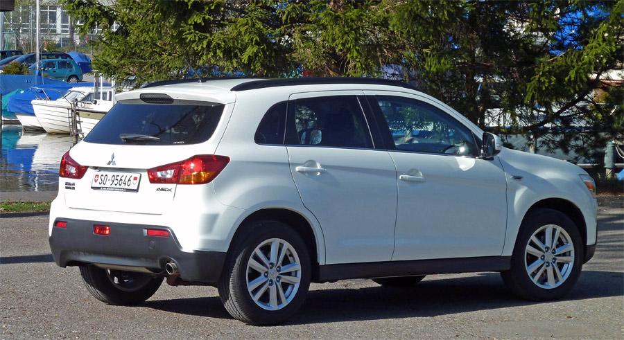In modischem Weiss wirkt der Mitsubishi ASX kompakt, dynamisch und modern.