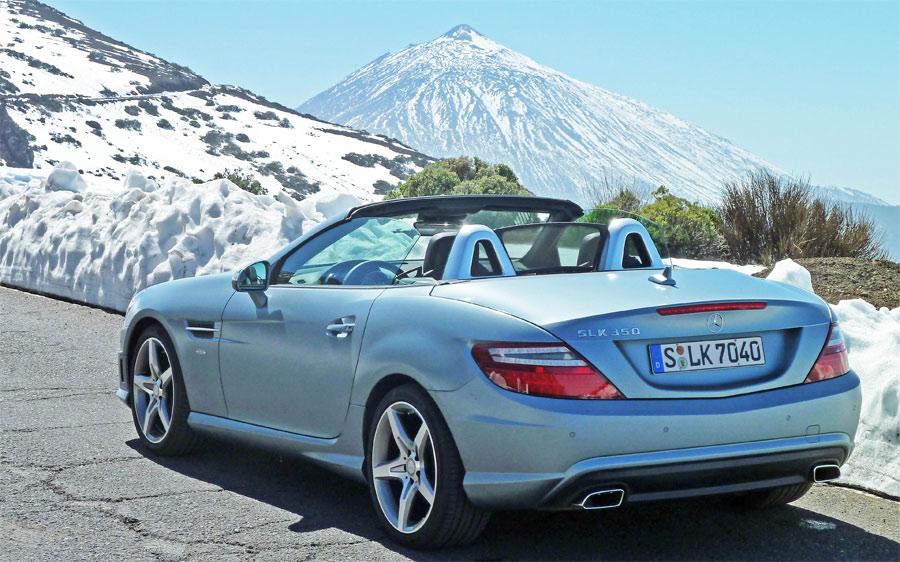 Ein seltenes Bild: Während der Testfahrt mit dem Mercedes SLK auf Teneriffa begleitete uns der frisch schneebedeckte Vulkan Tejde, der höchste Berg Spaniens.