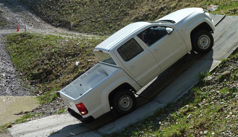 Der VW Amarok ist ein extremer Kletterer und schafft auch mit voller Zuladung 100% Steigung.