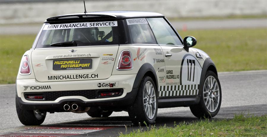 MINI Challenge-Tabellenleader Marcel Muzzarelli baute seine Führung mit dem Sieg im Sprint von Anneau du Rhin aus.