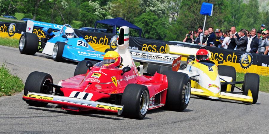 Die Demofahrten begeisterten das Publikum beim Slalom Frauenfeld. Hier: Leopold Hrobsky im Ferrari 312 T von Clay Regazzoni vor Ruedi Caprez im Formel 3000
