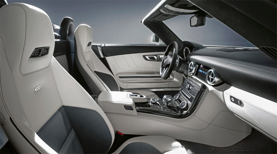 Das Interieur des Mercedes SLS AMG Roadster bietet jeden erdenklichen Luxus – serienmässig oder als Option.