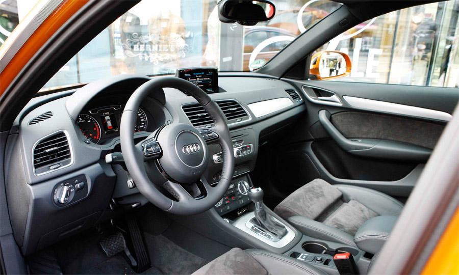 Im Interieur orientiert sich der neue Audi Q3 an Elementen von anderen Baureihen. Etwas billig wirkt einzig der ausfahrbare Navibildschirm.