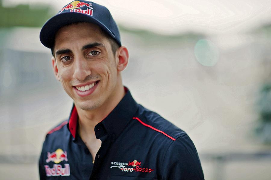 Sébastien Buemi wird am Red Bull Race Day auf dem Flugplatz Mollis GL mit seinem Formel 1 für Spektakel sorgen.