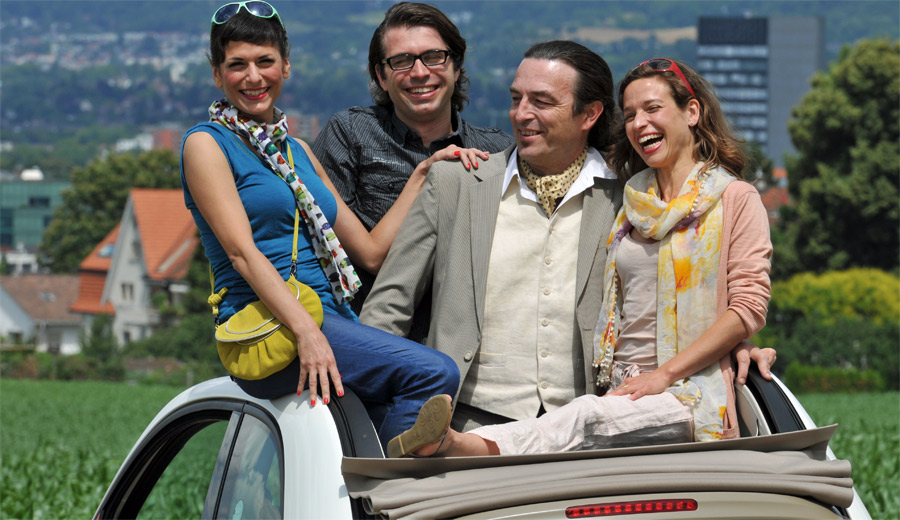 Hauptdarsteller im Roadmovie-Theater Tango in Tanger sind ein Fiat Cinquecento und ein VW Bus.
