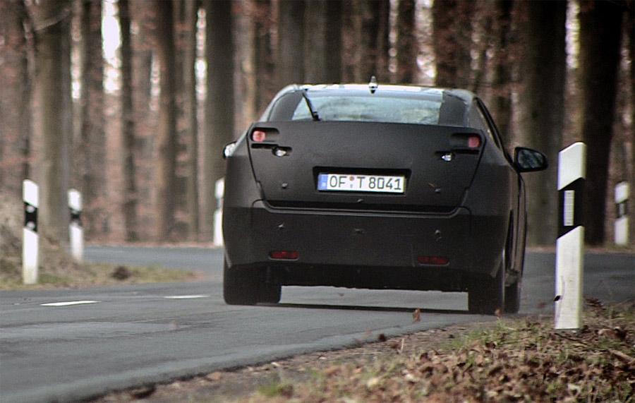 An der IAA 2011 in Frankfurt, feiert der neue Honda Civic Weltpremiere. Das getarnte Fahrzeug lässt noch wenig Rückschlüsse auf die endgültige Form zu.