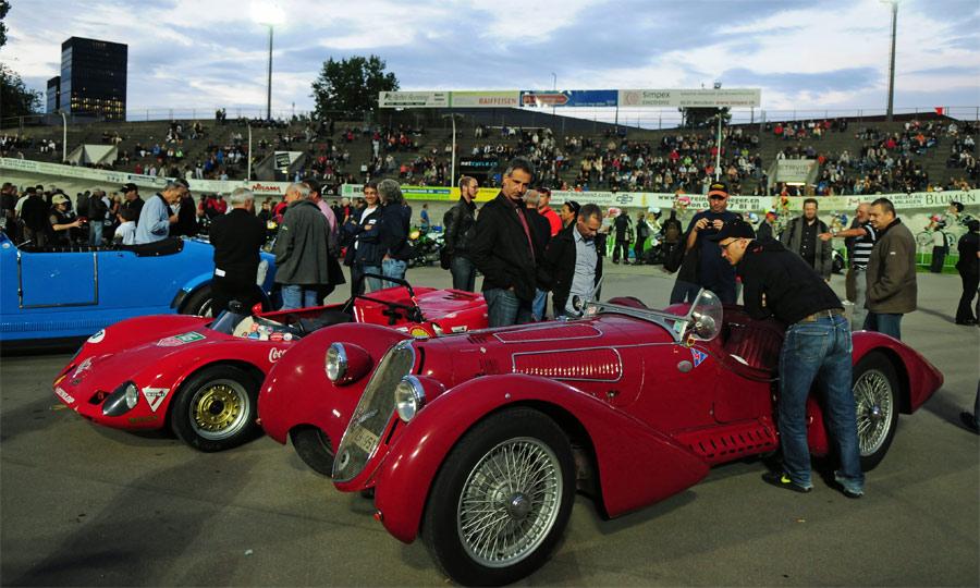 Im Fahrerlager wurden die Klassiker bewundert und viele Benzingespräche geführt.