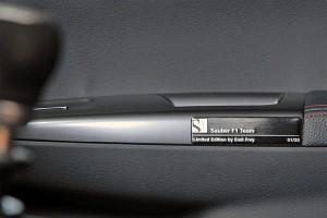 Die nummerierte Plakette macht den Subaru WRX STI «Sauber F1» zum Unikat.