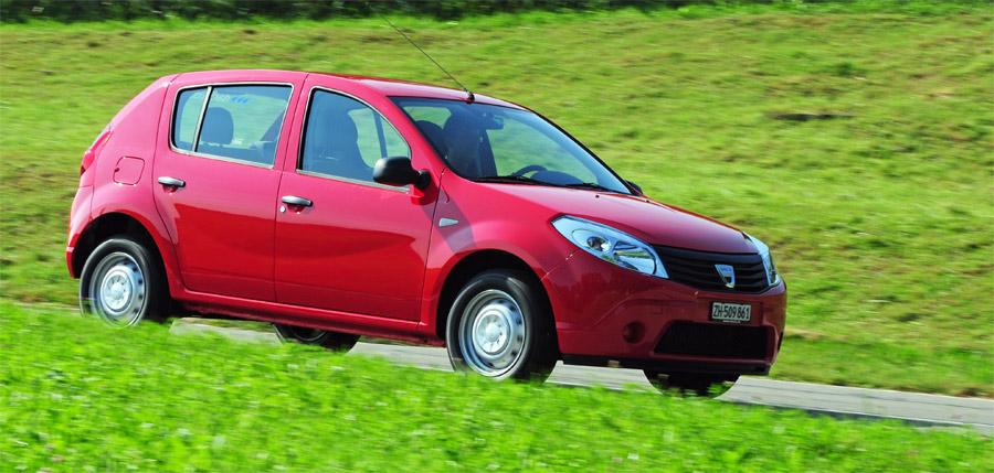 Im normalen schweizerischen Alltagsverkehr macht der Dacia Sandero für wenig Geld gute Figur.