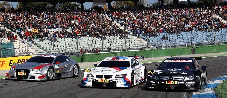 Die DTM-Fahrzeuge der Saison 2012 drehten beim DTM-Finale 2011 in Hockenheim eine erste Ehrenrunde.