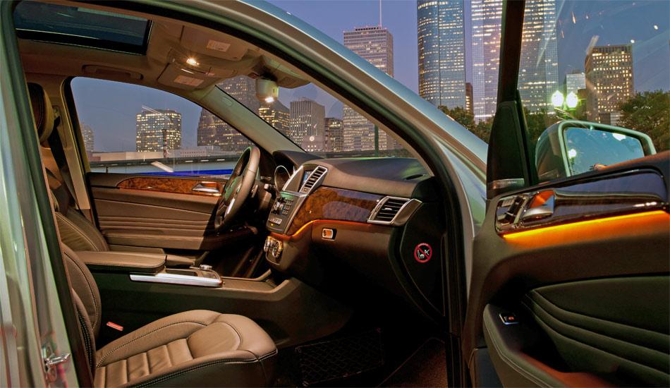 Das elegante Interieur der neuen Mercedes M-Klasse bildet einen krassen Gegensatz zur hohen Geländegängigkeit.