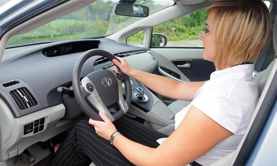 Fahren im Plug-In-Prius ist angenehm und animiert zu sparsamer Gangart.