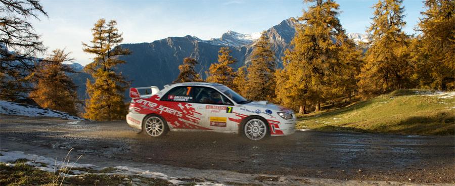 Die Rallye Valais führt über spektakulär schöne Sonderprüfungen. Hier Florian Gonon auf Subaru.