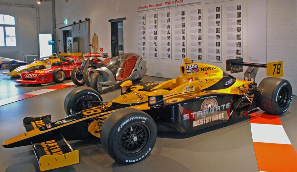 Mit diesem IndyCar und Durchschnittsgeschwindigkeiten von 370 km/h wurde Simona De Silvestro 2010 Rookie of the Year beim Indy 500!