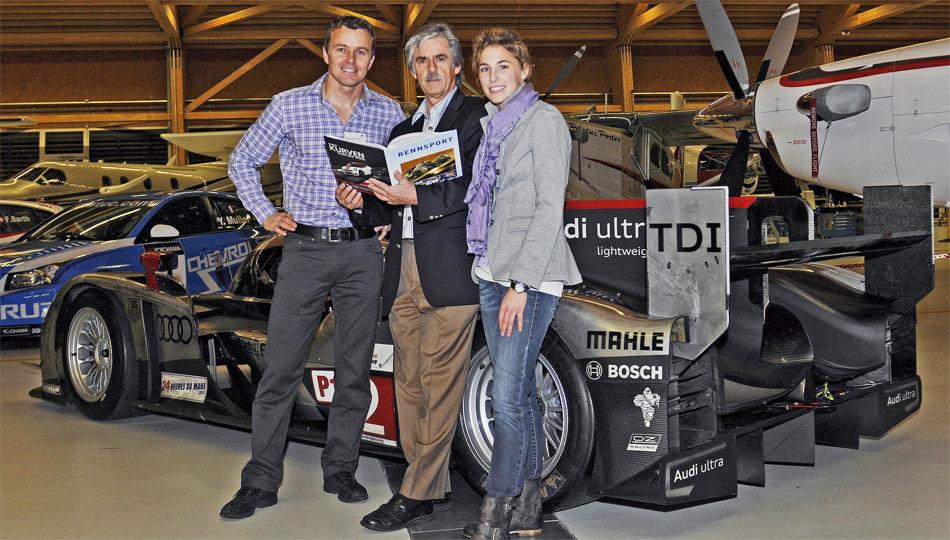 Stefan Lüscher (M.) feiert den 28. Jahrgang von RENNSPORT SCHWEIZ mit DTM-Pilotin Rahel Frey und Le Mans-Sieger Marcel Fässler und dessen Siegerfahrzeug Audi R18 TDI.