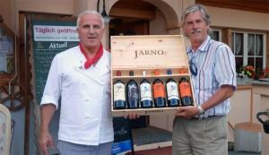 Weindegustation in Davos: Der exklusive Vertriebspartner für die Schweiz von Jarno Trulli: Antonio Selitto (l.) mit Stefan Lüscher.