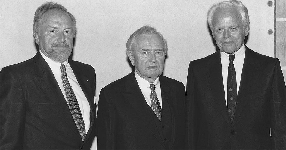 Anlässlich des 50sten Jahrestages der Porsche-Import-Vertragsunterzeichnung trafen sich die Herren F.A. Porsche, Ferry Porsche und Walter Haefner (v.l.n.r.)