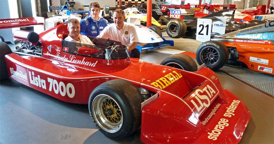 Eine der Attraktionen des neuen Bergrennens Hemberg wird der Start des orifinalen Siegerautos von Clay Regazzoni von 1979 mit Pilot Fredy Lienhard sein. Im Bild: OK-Präsident Christian Schmid, Rennfahrer Leander Baumann und Christian Mettler vom ACS Thurgau.