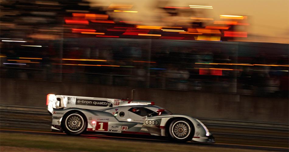 Marcel Fässler, André Lotterer und Benoit Tréluyer feierten im Audi R18 e-tron quattro beim 24h-Rennen Le Mans 2012 den ersten Hybrid-Sieg.