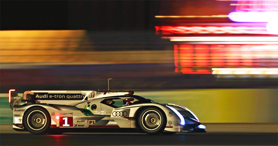 Der Audi R18 e-tron quattro von Fässler, Lotterer und Tréluyer fliegt zur Pole-Position in Le Mans.