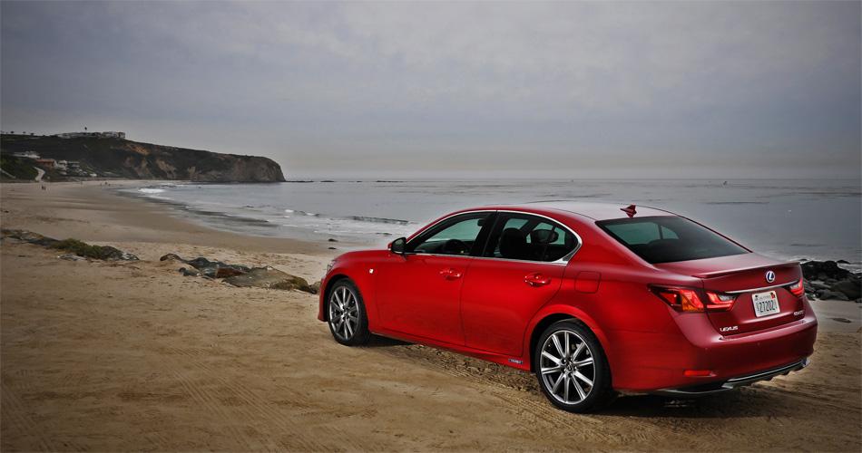 Mit seinem Hybrid-Antrieb und seinem überdurchschnittlichen Luxusangebot ist der neue GS 450h eine willkommene Alternative zu den etablierten Limousinen.