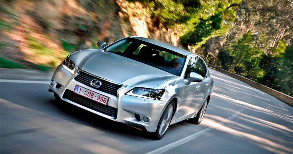 Das recht kantige Design des neuen Lexus GS450h strahlt Sportlichkeit und auch eine wohltuende Andersartigkeit aus.
