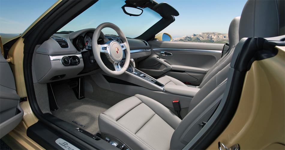 Der neue Porsche Boxster bietet ausreichend Platz und allen Komfort, den man erwartet.