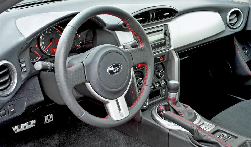 Im günstigeren Subaru BRZ ist ein einfacheres Audiogerät Serie, dafür gibt es in der Schweiz serienmässig Leder/Alcantara-Sitze.