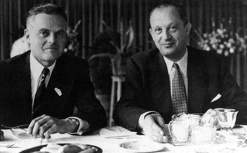 In den 50er Jahren war Walter Haefner (links) Mitglied des Aufsichtsrates der Volkswagen AG, hier bei einem Meeting mit Prof. Nordhoff, Generaldirektor der Volkswagen AG