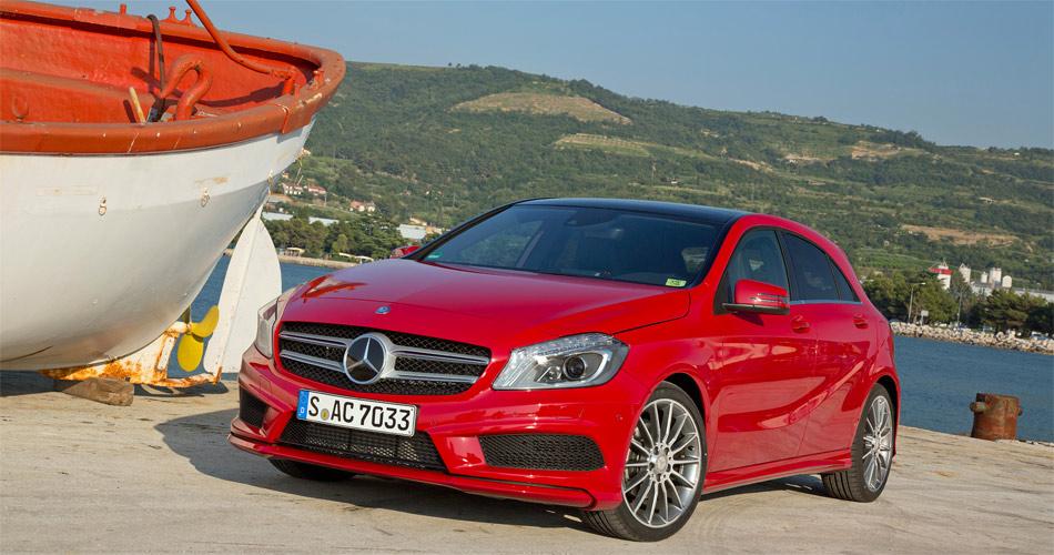 Gegenüber seinem Vorgänger ist die neue A-Klasse von Mercedes 40 cm länger und 18 cm niedriger.