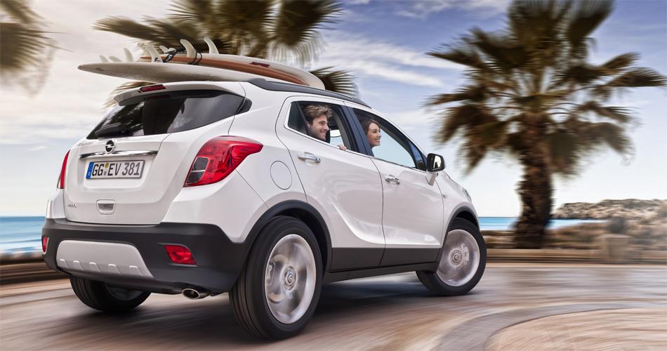 Der neue Opel Mokka wirkt bullig und modern. Für gute Sicht nach hinten gibt es eine Rückfahrkamera.