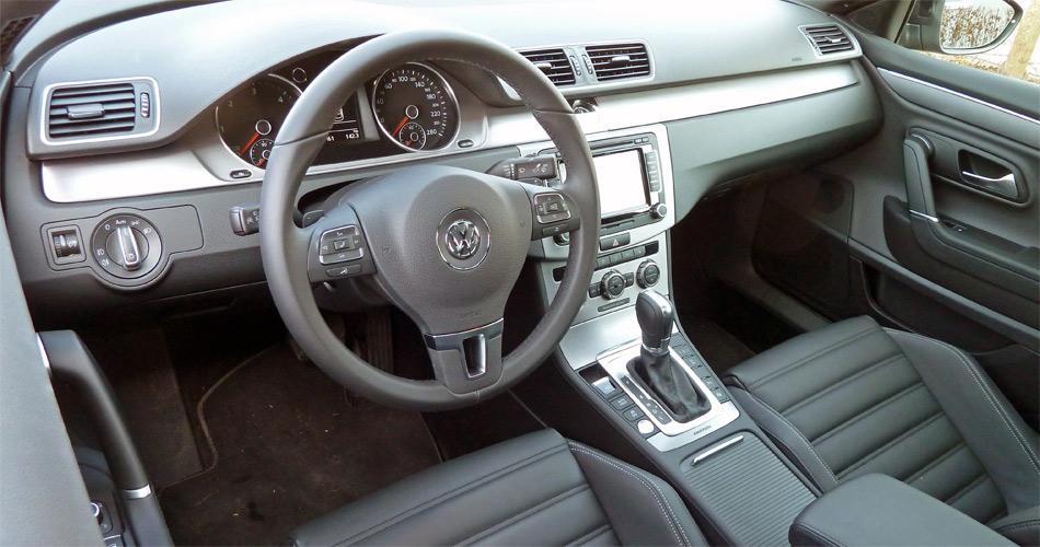 Im Interieur des VW CC geniesst man eine hochwertige Ausstattung und Verarbeitung.