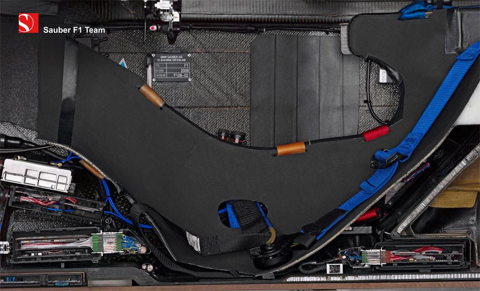 Das Schnittbild des Sitzes veranschaulicht die extrem tiefe und auch enge Sitzposition. eines Formel 1-Piloten.