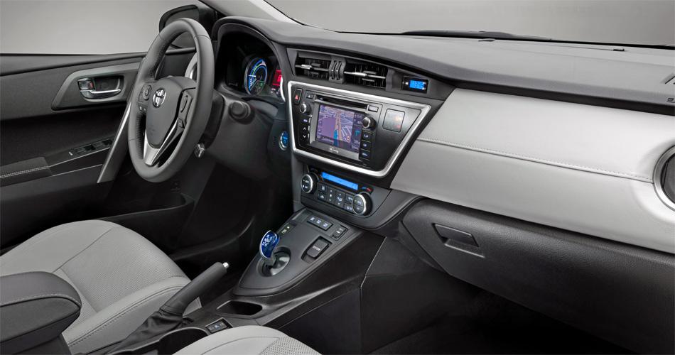 Auch das Interieur des neuen Toyota Auris zeigt sich deutlich modernisiert.