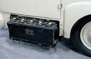 Die simplen Bleibatterien konnten beim Nissan Tama ausgetauscht werden. Reichweite 65 km.