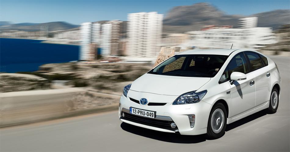 Optisch unterscheidet sich der neue Toyota Prius Plug-In Hybrid kaum vom normalen Modell. Der Unterschied macht die Elektro-Reichweite.