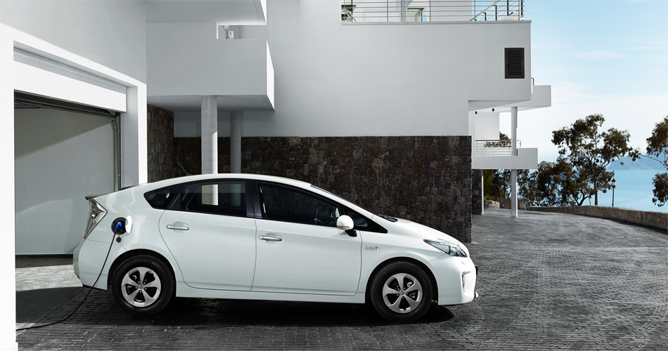 In der Schweiz ist im Kaufpreis des Toyota Prius Plug-In Hybrid eine Wandladestation für Zuhause inbegriffen.