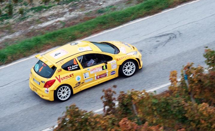 Das zweite prominente Walliser-Team, Sébastien Carron/Lucien Revaz (Peugeot 207 S2000) lauern in Schlagdistanz auf den Leader auf Rang 2.