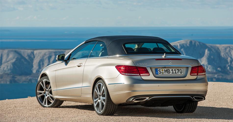 Das Mercedes E-Klasse Cabrio macht auch mit geschlossenem Stoffdach gute Figur.