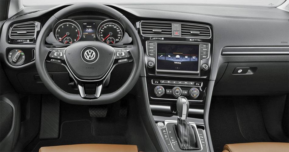 Das Cockpit ist klar gegliedert und leicht dem Fahrer zugewedet. Schmuckstück ist grosses Info-Display mit vielen optionalen Funktionen.