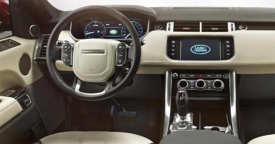 Im Interieur des Range Rover Sport dominiert nach wie vor eine breite Mittelkonsole.