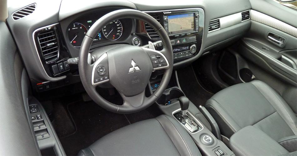Auch im Interieur ist der neue Mitsubishi Outlander modern und aufgeräumt.
