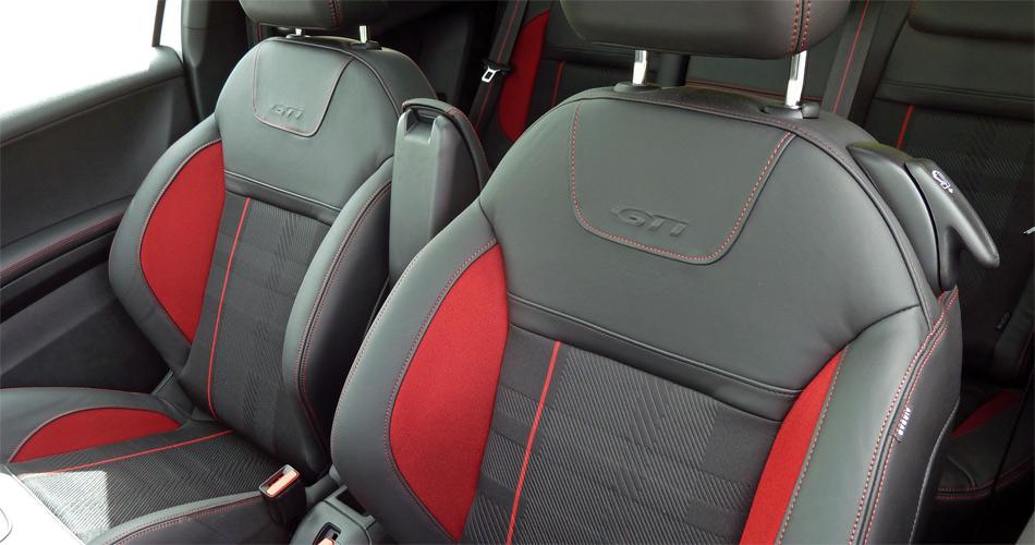 Attraktive Sportsitze verleihen im Peugeot 208 GTI viel Seitenhalt.