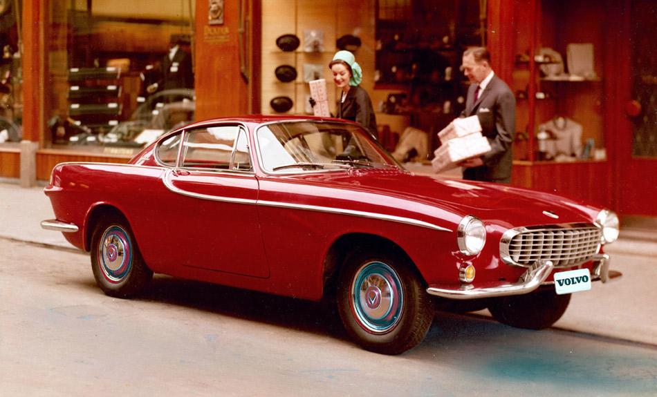 Der Volvo P1800 – hier die bekanntere Coupé-Version – ist heute eine Designikone und ein gesuchter Klassiker